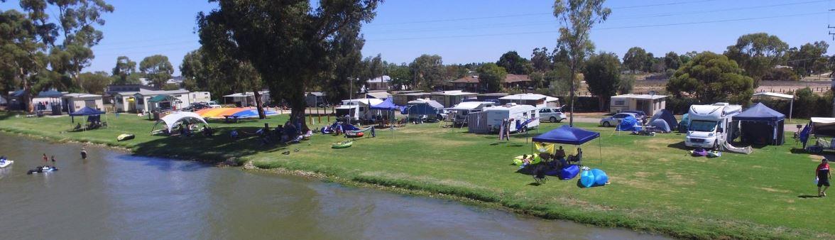 Lakefront caravan park Swan Hill
